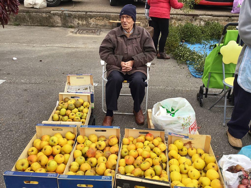 mercado-torrelavega-manzanas