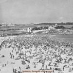 La Segunda del Sardi en los años 60 repleta de bañistas y con la ladera de Cueto irreconocible