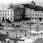 La Plaza de las Farolas sin y con el Hotel Bahía
