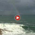 Un arco iris emerge del abra del Sardinero