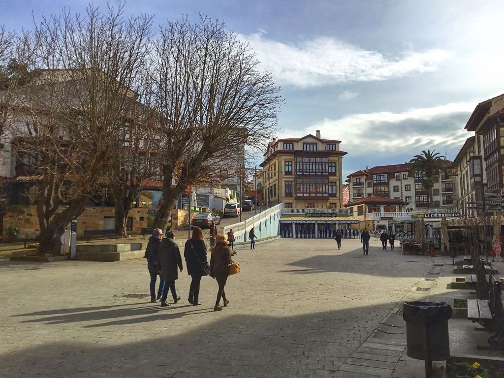 comillas-plaza-bares