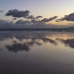 Antes y después de la salida del sol en la arena del Sardinero