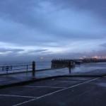 Destrozos del temporal. En el Chiqui la mar se lleva farolas, barandillas, bancos, papeleras y los garajes inundados