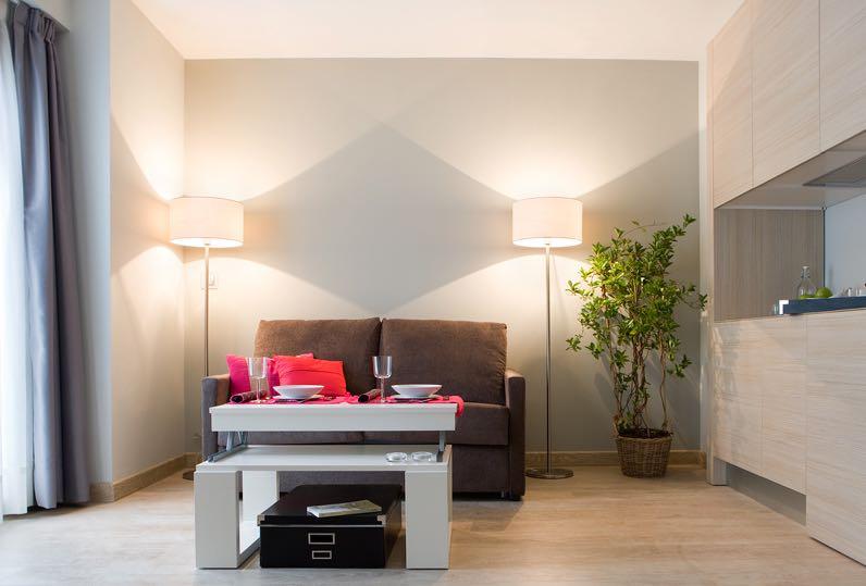 tinas-pechon-sofa-habitacion