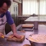 Así se hacen las mejores tartas de hojaldre del mundo, las de Torrelavega