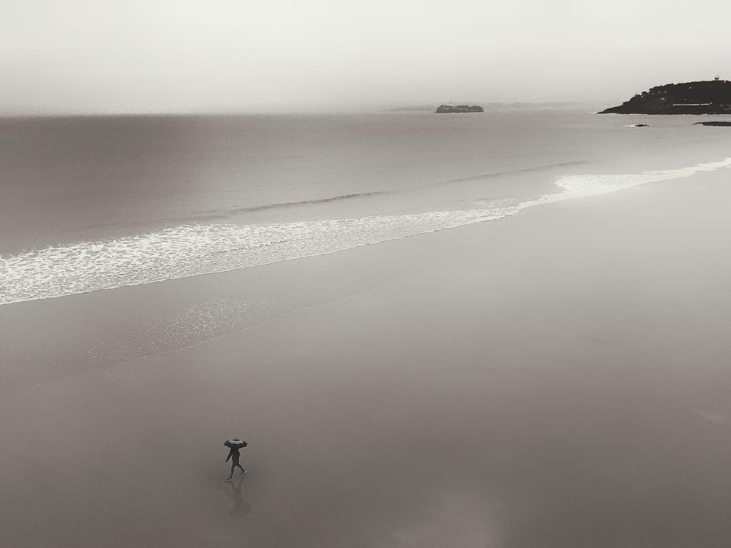 paseo-sardinero-gris