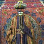 Los trajes de la serie de televisión 'Isabel' se muestran en la Biblioteca Central de Cantabria