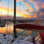 Amanecer desde un velero atracado en Puertochico