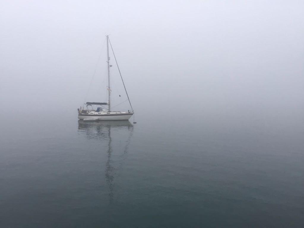 niebla-bahia-santander-velero