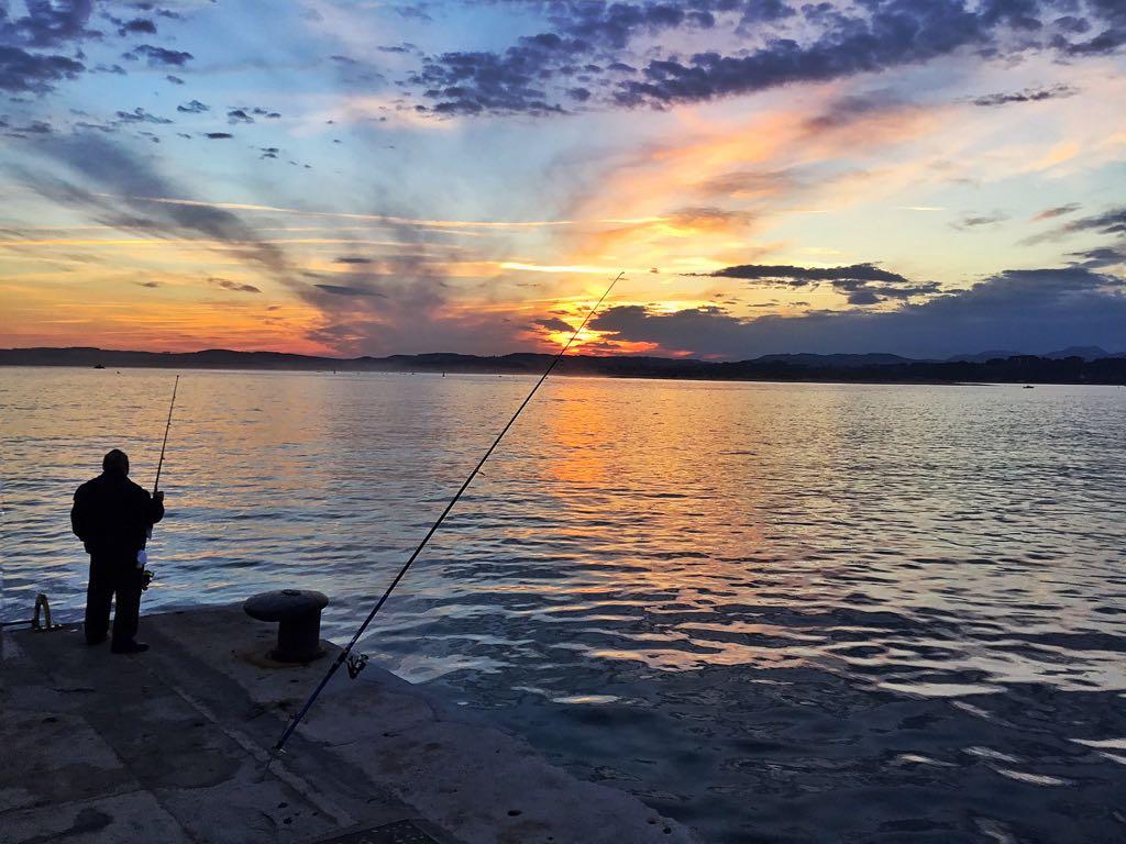 pescador-amanecer-santander
