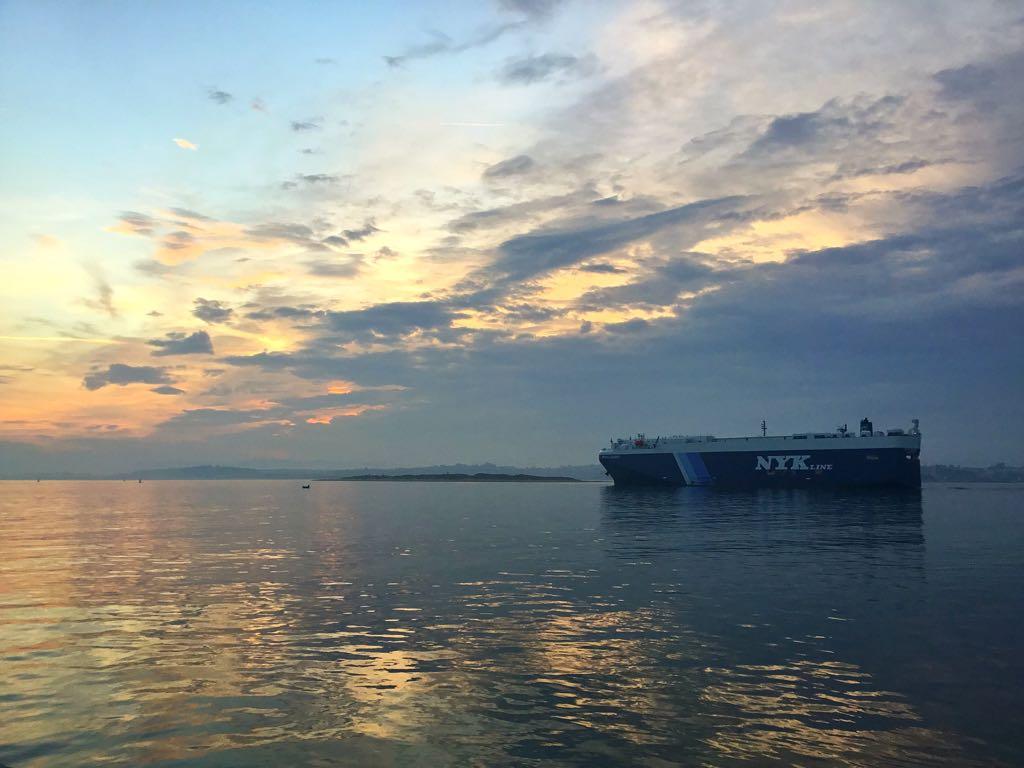 bahia-santander-buque-amanecer