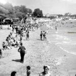 Santander cuando en la playa de Los Peligros había un chiringuito de madera