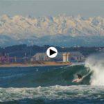 Surfear con los Picos de Europa nevados como telón de fondo. Cosas que pasan en Ribamontán al Mar