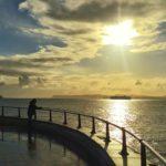 Mirando al mar pasamos la vida
