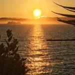 La isla de Mouro amanece entre bruma y un sol gigante