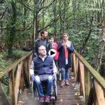 Cantabria con silla de ruedas y perro guía