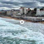 La pleamar se come a bocados las playas del Sardinero