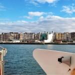 El Palacio de Festivales preside la bahía… por ahora