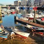 Puesta a punto de las barcas en el Barrio Pesquero