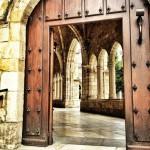 El claustro de la Catedral de Santander caía sobre las aguas de la bahía