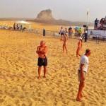 Doce horas de palas en la playa del Camello