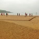 A echar el partido de fútbol playa