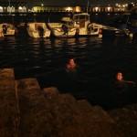 Baño bajo las estrellas en el Barrio Pesquero