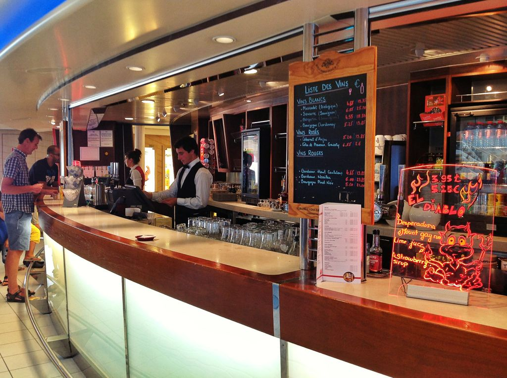 brittany-ferries-pont-aven-bar
