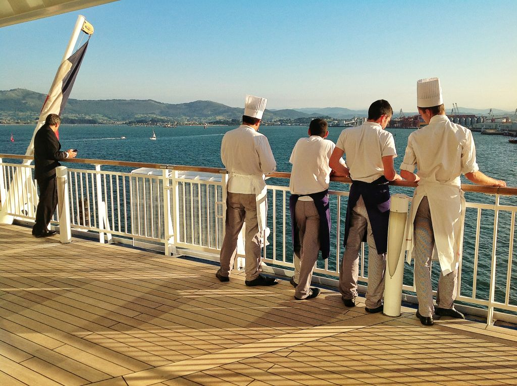 brittany-ferries-pont-aven-cocineros