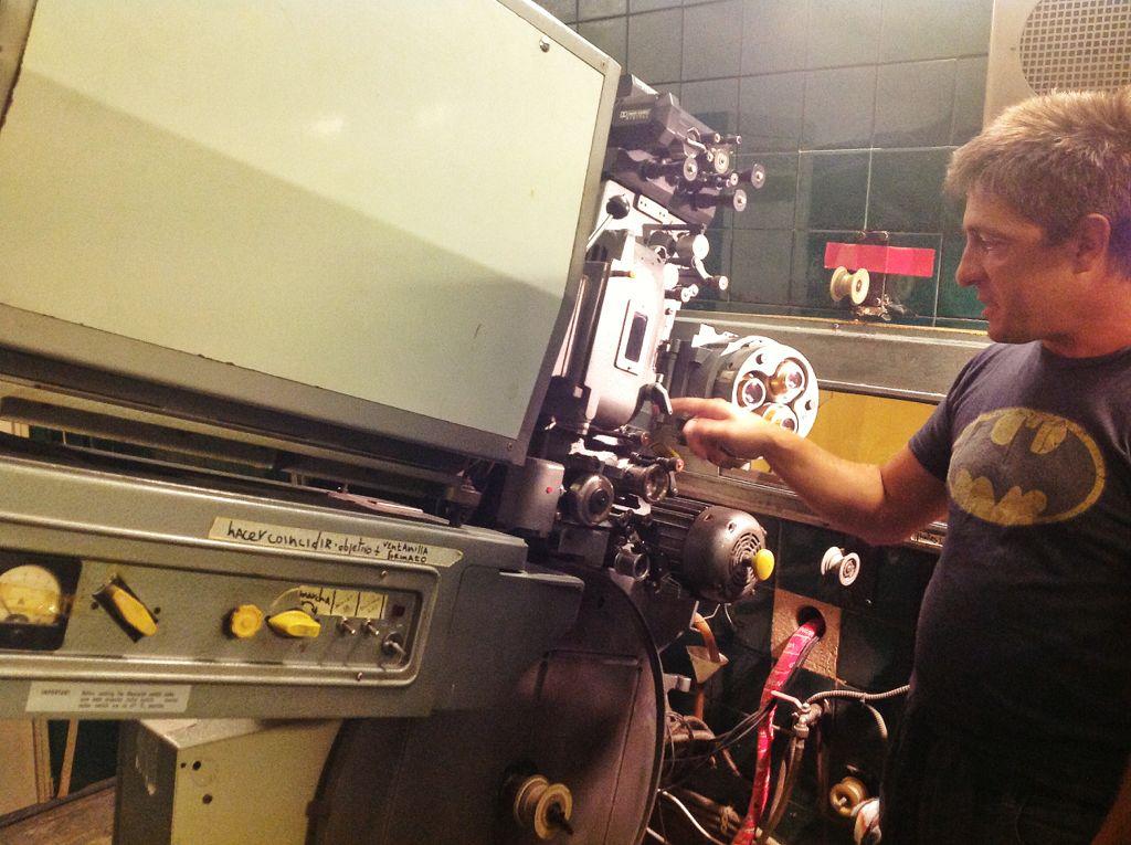 cine-los-angeles-proyector-35-milimetros