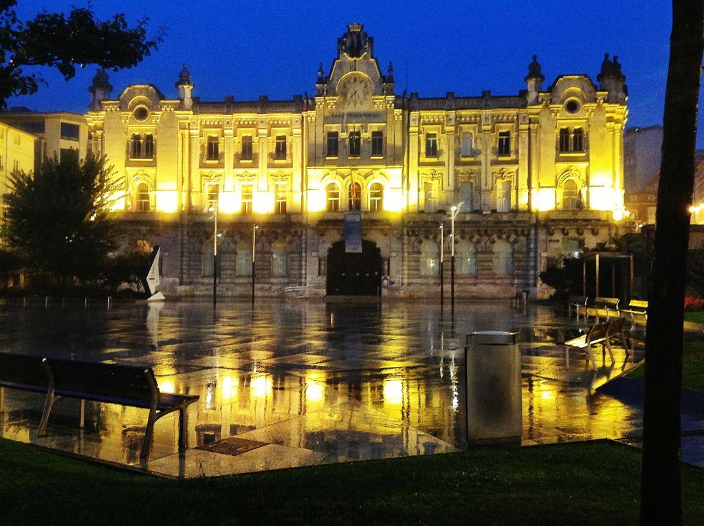 ayuntamiento-santander-noche-lluvia