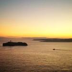 Los faros alumbran en el cabo de Ajo y la isla de Mouro