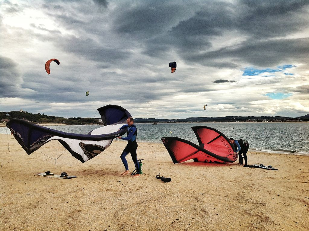 kite-surf-bahia-de-santander-viento-sur