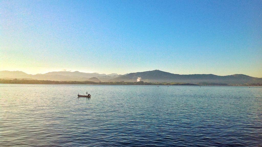 pesca-en-bote-bahia-de-santander