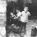 Una morena y salada en la fuente de Cacho en los años 60