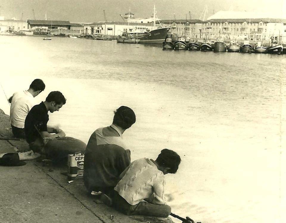 pescando-darsena-barrio-pesquero-santander