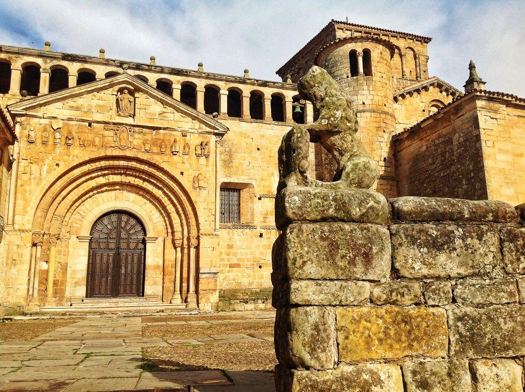 santillana-del-mar-leon-colegiata-fachada