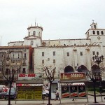 Una finca encajada en la catedral de Santander