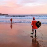 Papá Noel hace surf en el Sardinero