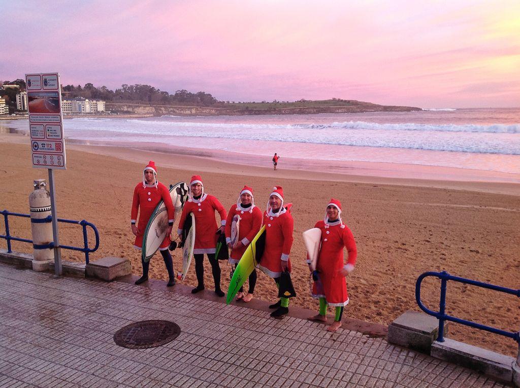 papa-noel-surf-sardinero-grupo