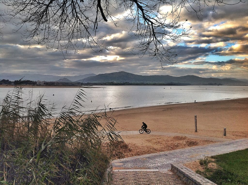 playa-magdalena-bici-pesca