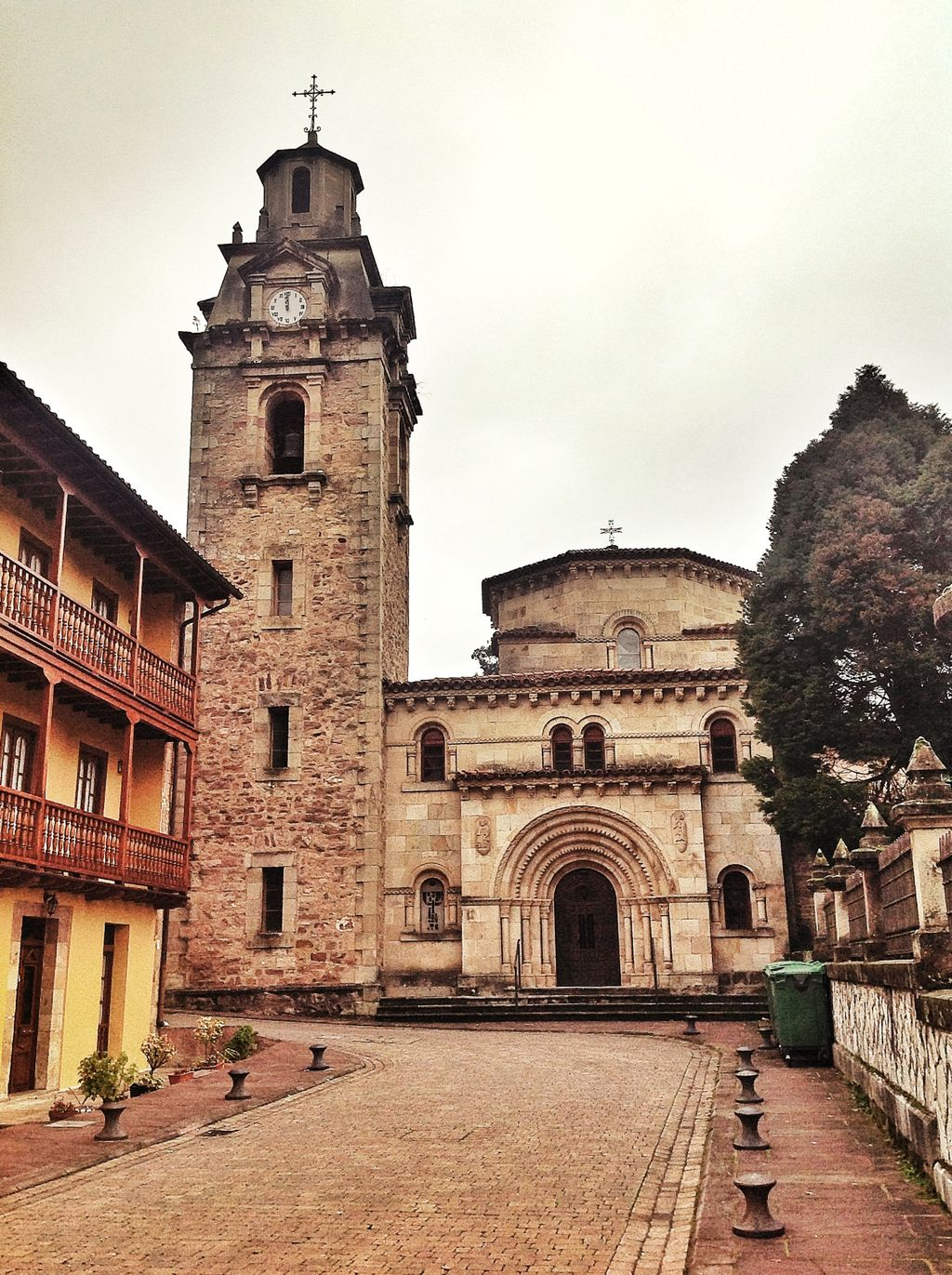 puente-viesgo-iglesia