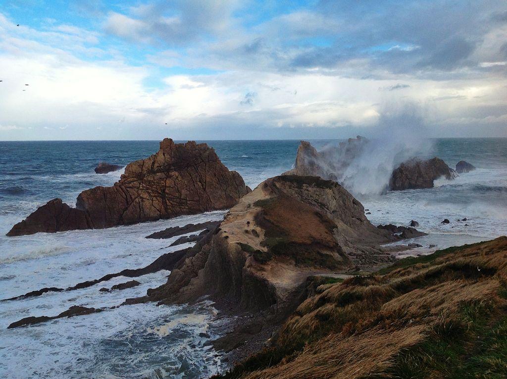 mar-fuerte-arnia-olas