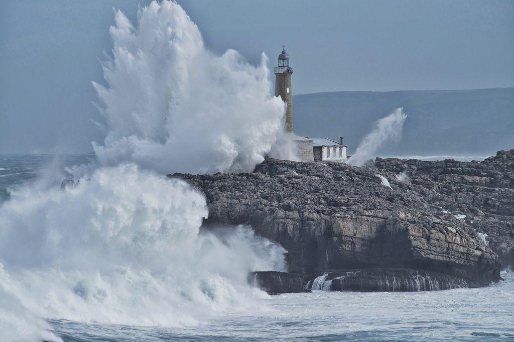 isla-mouro-temporal-olas-santander