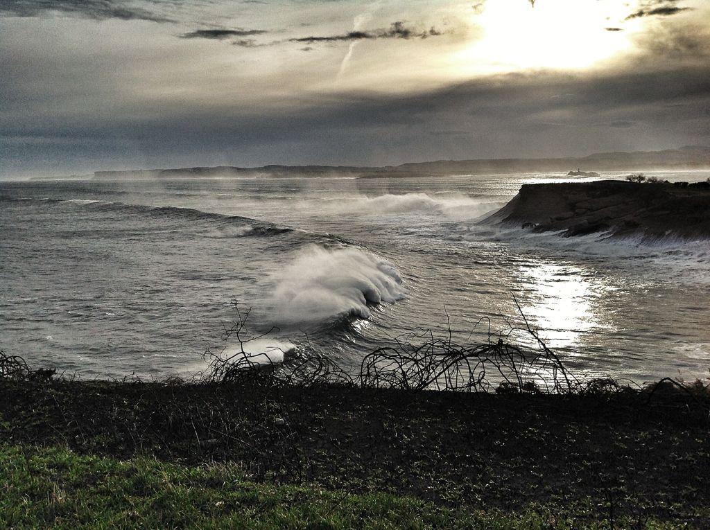 olas-trepan-cabo-menor-santander