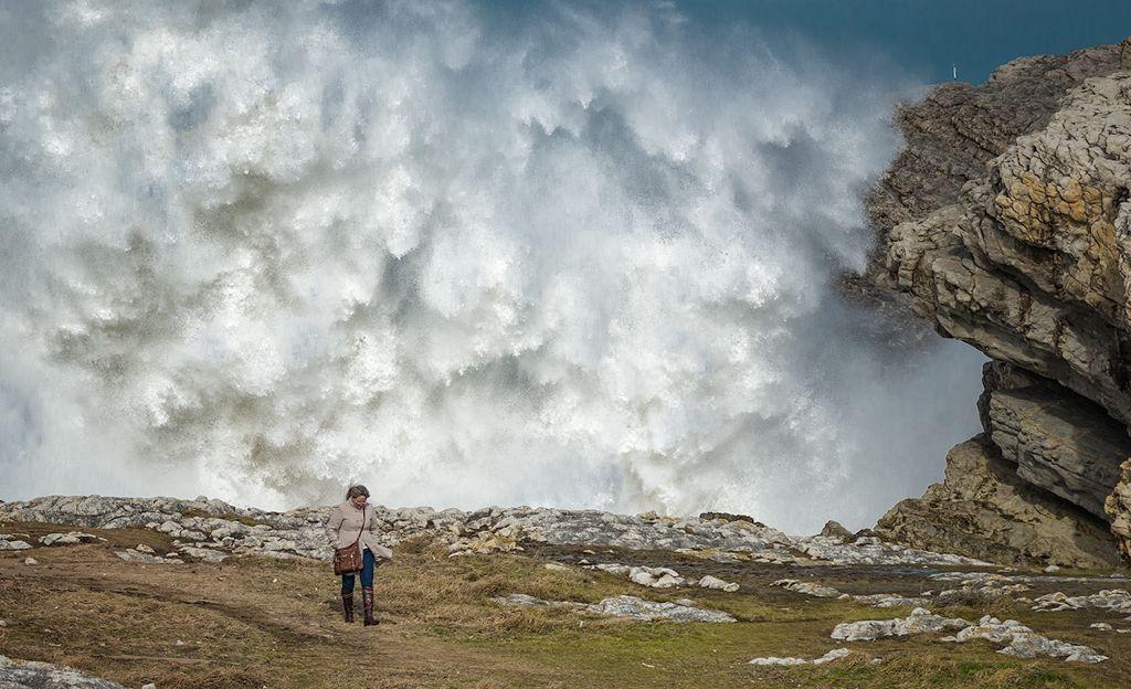 virgen-del-mar-muro-ola