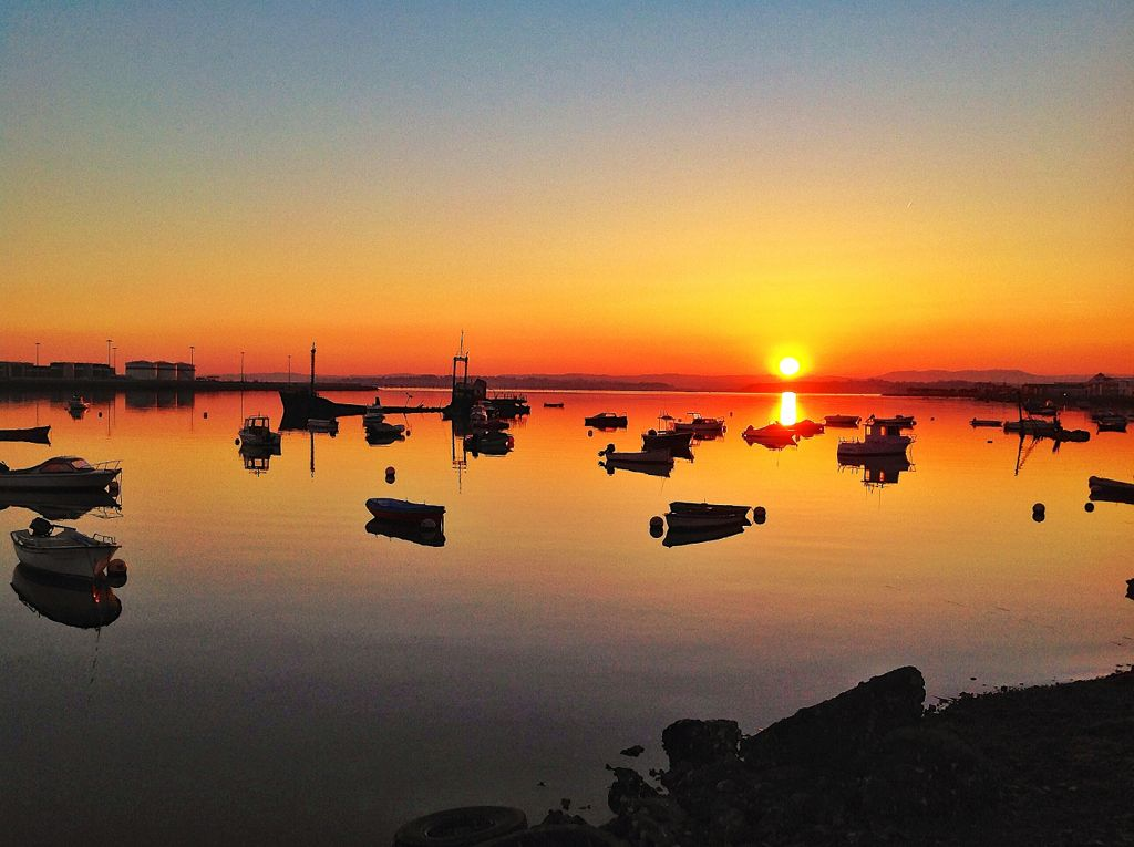 amanecer-barcos-raos