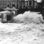 El Pabellón Real 'La Caracola' devorada por el temporal de 1951