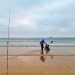 De pesca en tierra y en canoa por el Sardinero