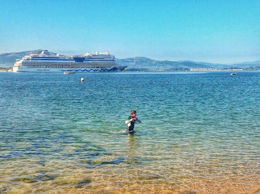 crucero-aidastella-santander-nadador